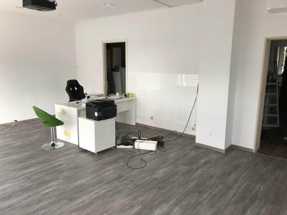Neuen Vinylboden in einer Fahrschule